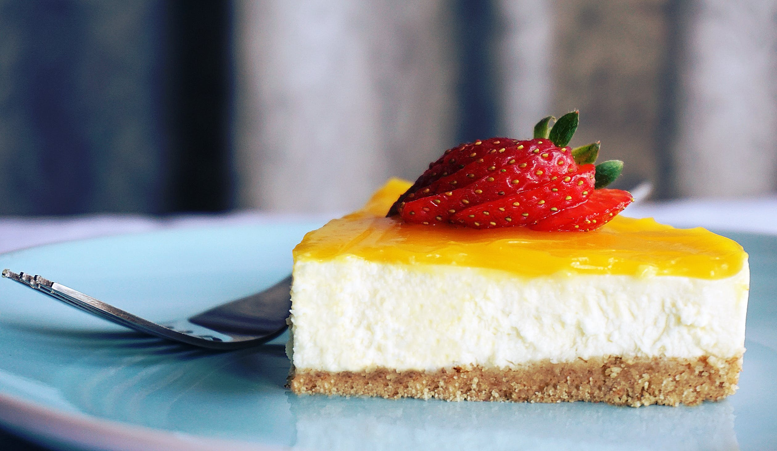https://www.pexels.com/photo/cheese-cake-with-strawberry-fruit-1098592/